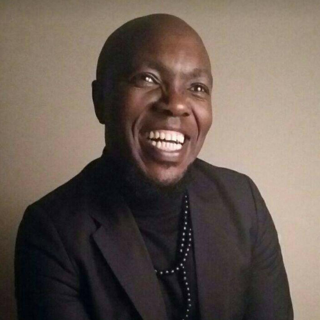 Luzuko Nkqeto is Robert Nondumo on Lingashoni and Pastor Thethani on the Estate